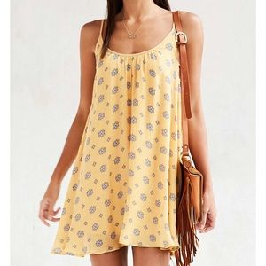 Kimchi Blue Lace-side mini dress yellow